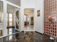 Hala domu 1.NP (Prodej domu v osobním vlastnictví 210 m², Příbram)