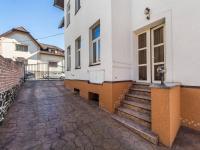 RD je umístěn v klidné vilové čtvrti, 5 min. od centra města (Prodej domu v osobním vlastnictví 210 m², Příbram)