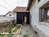 Vstup na zadní zahradu (Prodej domu v osobním vlastnictví 78 m², Jablonná)
