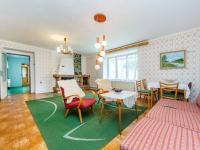 Obývací pokoj s krbem - Prodej domu v osobním vlastnictví 106 m², Pečice
