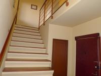 schody (Prodej bytu 4+1 v osobním vlastnictví 103 m², Praha 5 - Stodůlky)