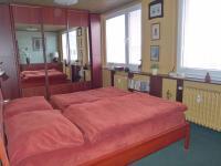 ložnice nahoře 17 m2 (Prodej bytu 4+1 v osobním vlastnictví 103 m², Praha 5 - Stodůlky)