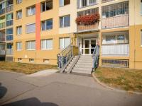 Vchod do domu (Prodej bytu 3+kk v osobním vlastnictví 69 m², Praha 6 - Řepy)