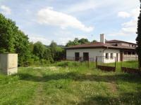 pohled do zeleně v letních měsících (Prodej penzionu 2500 m², Petrohrad)