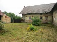 Pohled na dům ze dvora (Prodej zemědělského objektu 380 m², Senomaty)