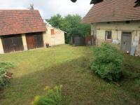 Pohled na dvůr z horního patra (Prodej zemědělského objektu 380 m², Senomaty)
