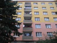 pohled na dům (Prodej bytu 4+1 v osobním vlastnictví 76 m², Chomutov)