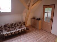 1. dům; patro - pokoj (Prodej domu v osobním vlastnictví 166 m², Smolnice)