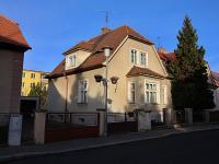 Pohled na dům ze Sládkovy ulice (Prodej domu v osobním vlastnictví 150 m², Žatec)