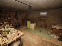 Sklepní prostor je pod celým domem (Prodej domu v osobním vlastnictví 150 m², Žatec)