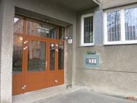 Vstup do domu (Prodej bytu 2+1 v osobním vlastnictví 59 m², Ostrava)