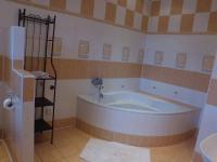 koupelna - 1.patro  (Prodej domu v osobním vlastnictví 600 m², Vejprty)