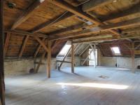 půdní prostor  (Prodej domu v osobním vlastnictví 600 m², Vejprty)