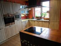 pohled z obývacího pokoje  (Prodej domu v osobním vlastnictví 180 m², Královice)