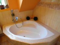 koupelna v 1. patře (Prodej domu v osobním vlastnictví 180 m², Královice)