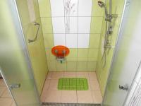 bezbariérový sprcha (Prodej domu v osobním vlastnictví 180 m², Královice)