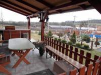 venkovní posed s kuchyňskou linkou (Prodej domu v osobním vlastnictví 180 m², Královice)