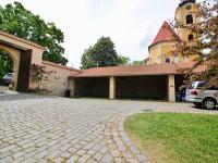 Jedno kryté parkovací místo (Pronájem bytu 2+1 v osobním vlastnictví 66 m², Smolnice)