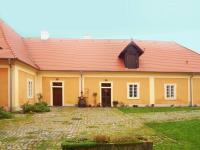 Pohled na dům ve kterém se nachází byt (Pronájem bytu 2+1 v osobním vlastnictví 66 m², Smolnice)
