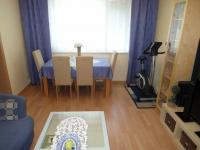 další pokoj s vybavení, včetně TV součástí prodeje (Prodej bytu 4+1 v družstevním vlastnictví 89 m², Chomutov)
