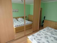ložnice - vestavěná skříň součástí prodeje (Prodej bytu 4+1 v družstevním vlastnictví 89 m², Chomutov)