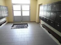 udržovaná chodba (Prodej bytu 1+1 v osobním vlastnictví 44 m², Chomutov)