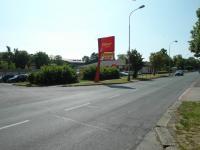 obchod přímo před domem (Prodej bytu 1+1 v osobním vlastnictví 44 m², Chomutov)