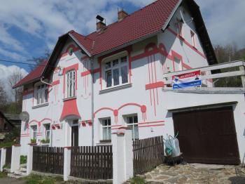 pohled na dům z ulice  - Prodej domu v osobním vlastnictví 400 m², Vejprty
