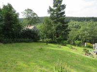 zahrada v létě  (Prodej domu v osobním vlastnictví 400 m², Vejprty)