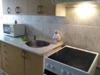 Kuchyňská linka vč. sporáku a digestoře (Prodej bytu 3+1 v družstevním vlastnictví 71 m², Praha 5 - Stodůlky)