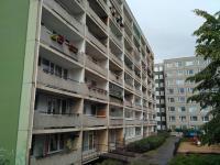 Dům - zadní pohled (Prodej bytu 3+1 v družstevním vlastnictví 71 m², Praha 5 - Stodůlky)