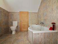 Koupelna v podkroví (Prodej domu v osobním vlastnictví 123 m², Vyžlovka)