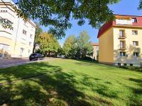 Okolí domu (Prodej bytu 3+kk v osobním vlastnictví 72 m², Praha 5 - Motol)