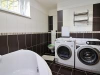 Koupelna (Prodej bytu 3+kk v osobním vlastnictví 72 m², Praha 5 - Motol)