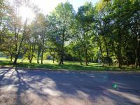 Vstup do parku u domu (Prodej bytu 3+kk v osobním vlastnictví 72 m², Praha 5 - Motol)