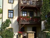 Pohled na dům zezadu s balkóny - Pronájem bytu 3+1 v osobním vlastnictví 140 m², Kadaň