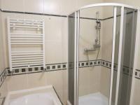 Koupelna se sprchovým koutem - Pronájem bytu 3+1 v osobním vlastnictví 140 m², Kadaň