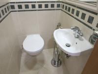 Toaleta s umyvadlem - Pronájem bytu 3+1 v osobním vlastnictví 140 m², Kadaň