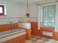1.NP - koupelna (Prodej domu v osobním vlastnictví 170 m², Libochovice)