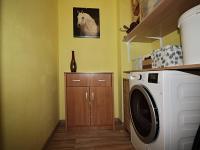nově vybudovaná komora v bytě, kam se pohodlně vejde sušička - Prodej bytu 3+1 v osobním vlastnictví 62 m², Žatec