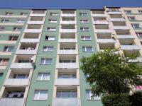 pohled na dům - Prodej bytu 3+1 v družstevním vlastnictví 78 m², Jirkov