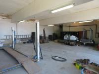 Garáže - interier  - Prodej komerčního objektu 6324 m², Modlany