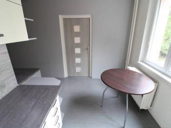 prostor kuchyně - Prodej bytu 4+1 v osobním vlastnictví 77 m², Jirkov
