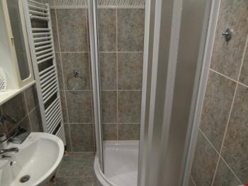 sprcha v koupelně - Pronájem kancelářských prostor 38 m², Chomutov