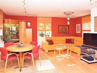 obývací pokoj (Prodej domu v osobním vlastnictví 186 m², Praha 6 - Suchdol)