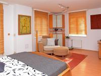 ložnice (Prodej domu v osobním vlastnictví 186 m², Praha 6 - Suchdol)