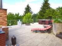 horní terasa (Prodej domu v osobním vlastnictví 186 m², Praha 6 - Suchdol)