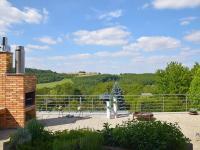 pohled z terasy do údolí (Prodej domu v osobním vlastnictví 186 m², Praha 6 - Suchdol)