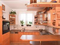 kuchyň (Prodej domu v osobním vlastnictví 186 m², Praha 6 - Suchdol)