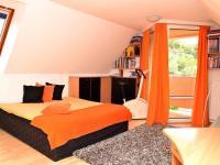 pokoj v podkroví (Prodej domu v osobním vlastnictví 186 m², Praha 6 - Suchdol)